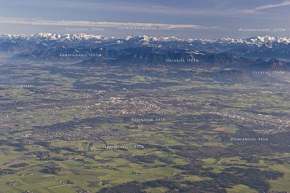 Bild von Rosenheim (Landkreis): Luftaufnahme des Rosenheimer Landes gegen die Alpen