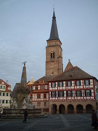Bild von Schwabach (Landkreis): Schwabacher Rathaus (mit Golddach) und Stadtkirche am Marktplatz