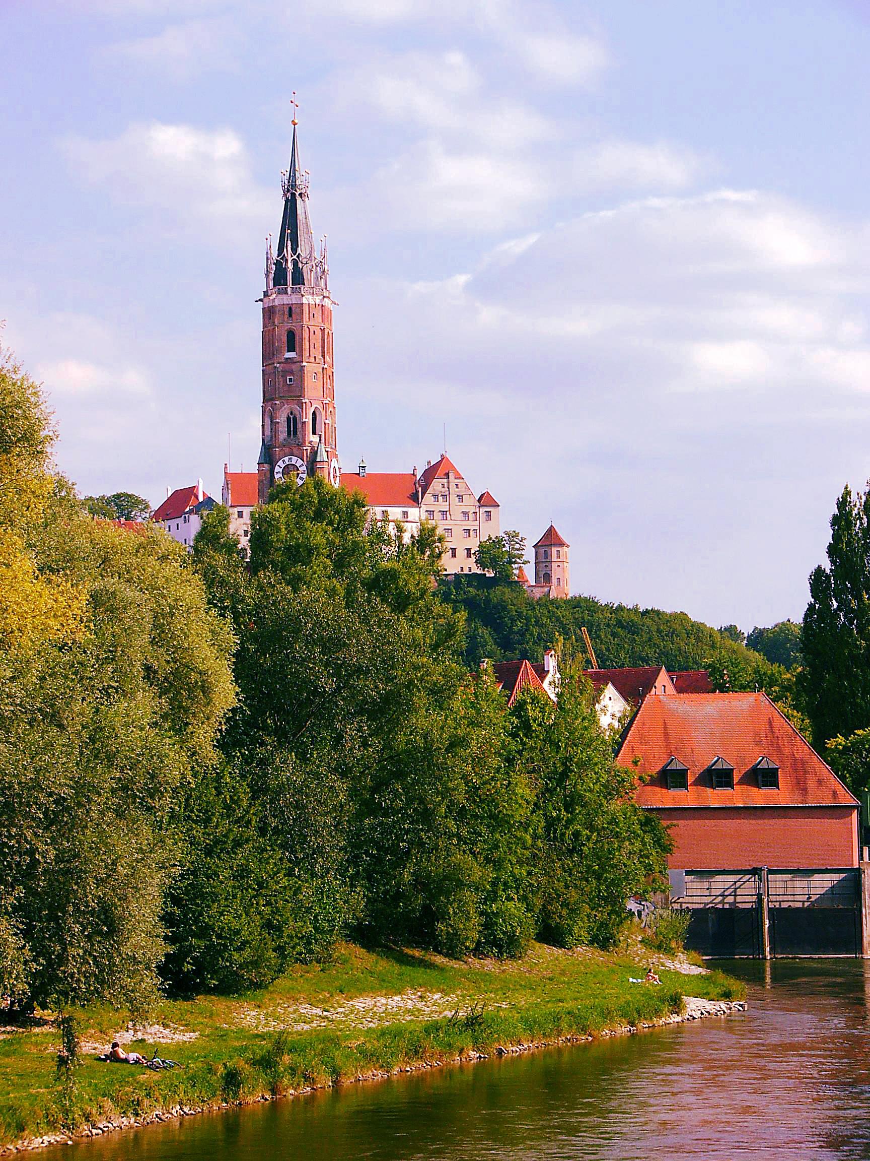 Bild von Bayern: Der Kirchturm der Stiftsbasilika Martinskirche (Landshut)