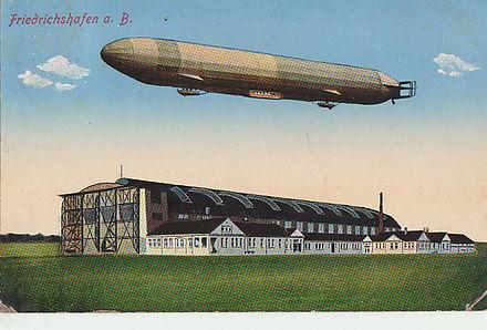 Bild von Friedrichshafen: Luftschiff und Luftschiffwerft in Friedrichshafen in einer Fotomontage, um 1910