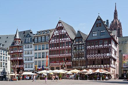 Bild von Frankfurt am Main: Rekonstruierte Häuser an der Ostseite des Römerbergs