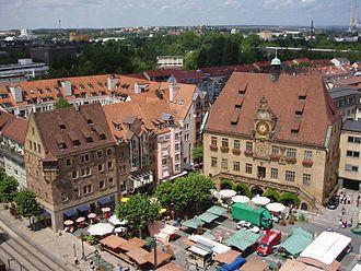 Bild von Heilbronn: Heilbronner Marktplatz mit Käthchenhaus (links) und Rathaus (rechts)