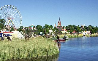 Bild von Brandenburg: Beim Baumblütenfest in Werder, dem größten Volksfest in Brandenburg