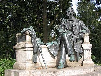 """Bild von Brandenburg: Theodor Fontane, der """"Dichter der Mark Brandenburg"""" (Wanderungen durch die Mark Brandenburg), Denkmal in Neuruppin"""