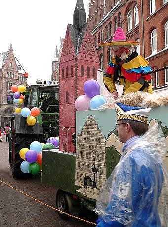 Bild von Hannover: Karnevalsumzug Hannover mit Modell der Marktkirche