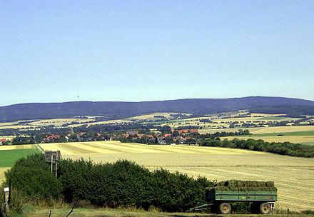 Bild von Hülsede: Blick auf Hülsede und den Deister