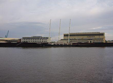 Bild von Lemwerder: Die Lürssen Werft in Lemwerder