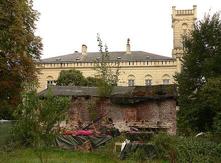 Bild von Neustadt am Rübenberge: Früheres Verwaltungsgebäude des Hüttenwerkes zwischen Neustadt und dem Moor