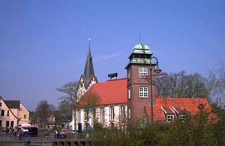 Bild von Osterholz-Scharmbeck: St.-Willehadi-Kirche und Schlauchturm (mit Kunststoffrind)
