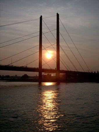Bild von Düsseldorf: Rheinkniebrücke