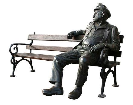 Bild von Hamburg: Schipper Jonny, Bronze-Skulptur von Carsten Eggers auf dem Rothenburgsorter Marktplatz