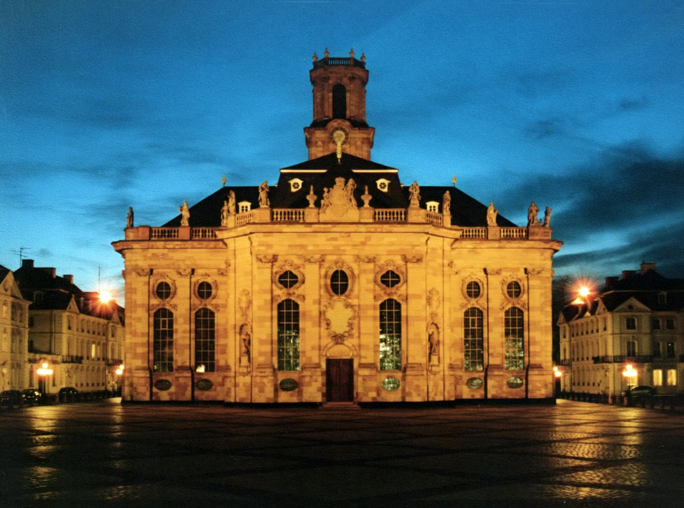 Bild von Saarbrücken: Ludwigskirche (Ostseite) mit Ludwigsplatz