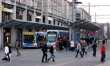 Bild von Saarbrücken: Stadtbahn und Stadtbus am Hauptbahnhof