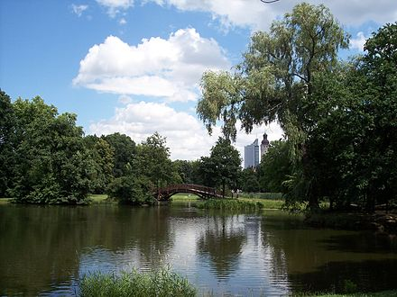 Bild von Leipzig: Johannapark, Blick zum Cityhochhaus und Rathausturm