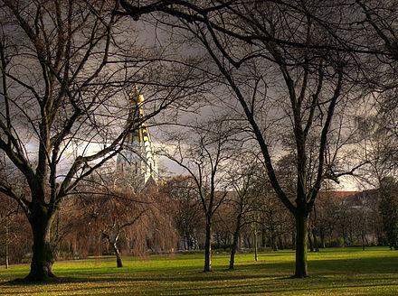 Bild von Leipzig: Friedenspark, im Hintergrund die Russische Gedächtniskirche