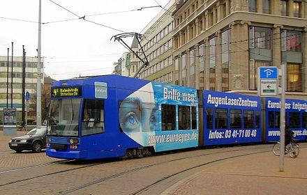 Bild von Leipzig: Eine Straßenbahn des Typs NGT8 am Augustusplatz