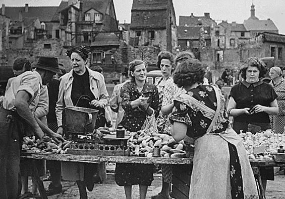 Bild von Saarbrücken: Markttag in Saarbrücken, kurz nach dem Zweiten Weltkrieg