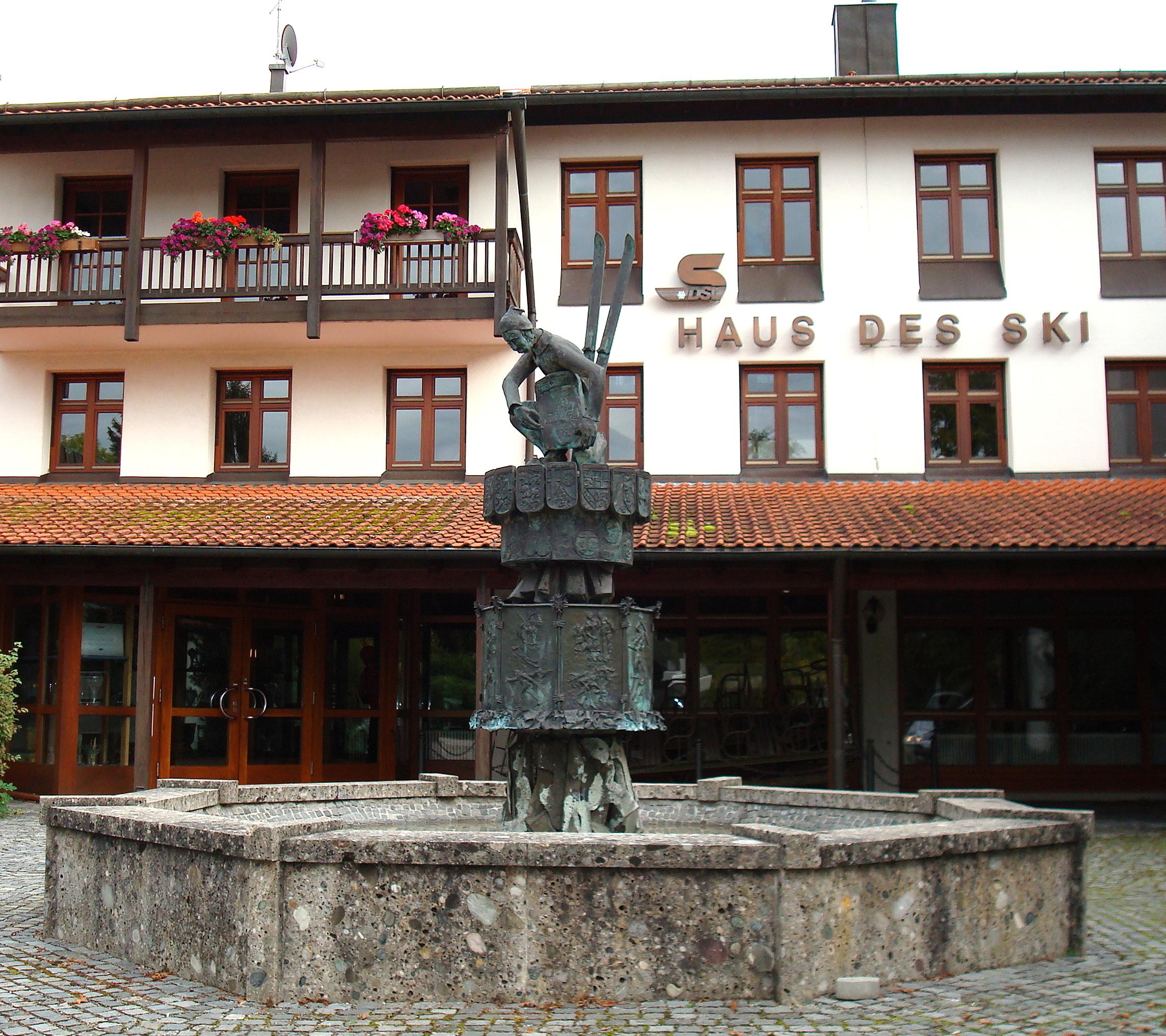 Bild von München (Landkreis): Planegg, Berg- und Skiwacht-Brunnen